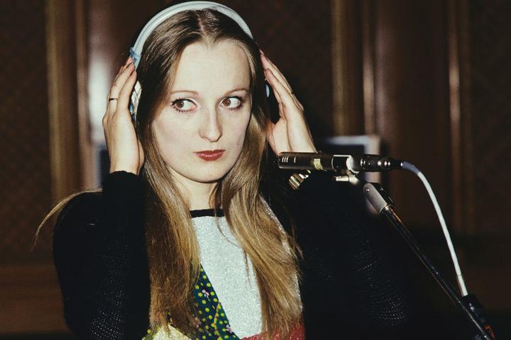 1975 feierte Veronika Fischer mit ihrer Band den Durchbruch in der DDR. Bis  1980 nahm sie vier Alben auf. Von einem West-Gastspiel 1981 kehrte sie nicht  heim.