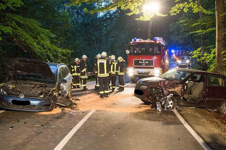 Der VW und der Skoda waren frontal zusammengestoßen.