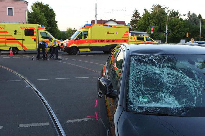 Die Scheibe des Audis wurde durch den Aufprall zerstört.
