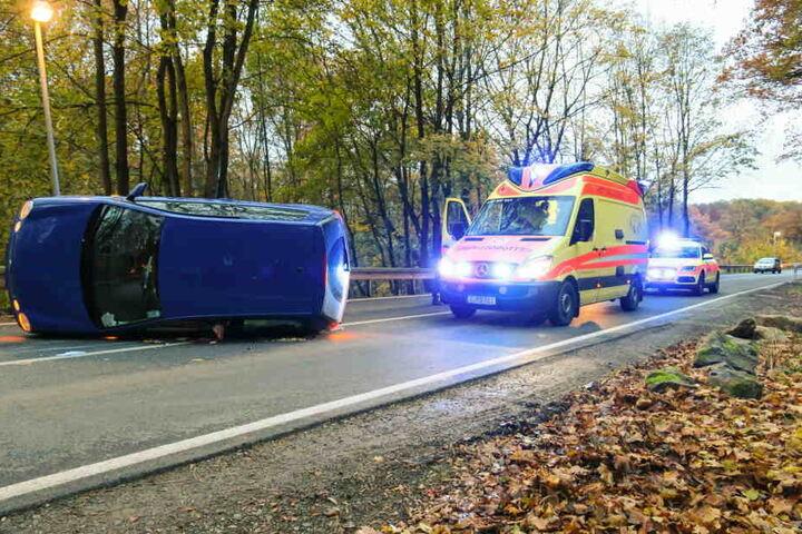 Der Fahrer blieb beim Unfall glücklicherweise nur leicht verletzt.
