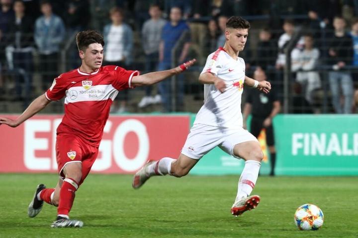 Der 17-jährige Tom Krauß (r.) gehört zu den vielversprechenden Nachwuchssportlern des RB Leipzig.