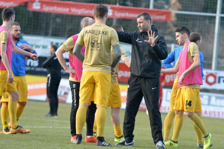 VfB Auerbach gegen Budissa Bautzen, beide Vereine müssen um den Verbleib in der Regionalliga zittern.