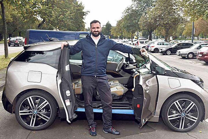 Christoph Blümel (35) von der Dresdner BMW-Niederlassung zeigte den BMW i3  Rex. Die Kombi aus Benzinmotor und E-Motor lässt ein Fahrvergnügen von 300  Kilometer Reichweite zu.