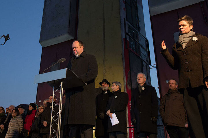 Hilbert hat beim Gedenken an die Zerstörung der Stadt im Zweiten Weltkrieg erneut an deren NS-Vergangenheit erinnert.
