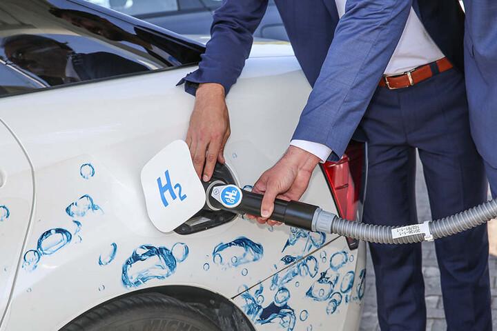 """Wasserstoff (H2) für Autos: In Sachsen gibt es bereits mehrere Tankstellen mit dem Zukunfts-""""Sprit"""", etwa in Dresden bei Total an der Wiener Straße (F.)."""