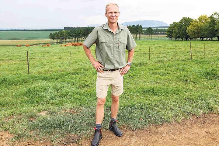 Rüdiger (37) lebt direkt neben seinen Eltern auf einem Hof in KwaZulu-Natal, einer Provinz an der Ostküste Südafrikas. Dort betreibt er Viehzucht, baut Mais und Soja an.