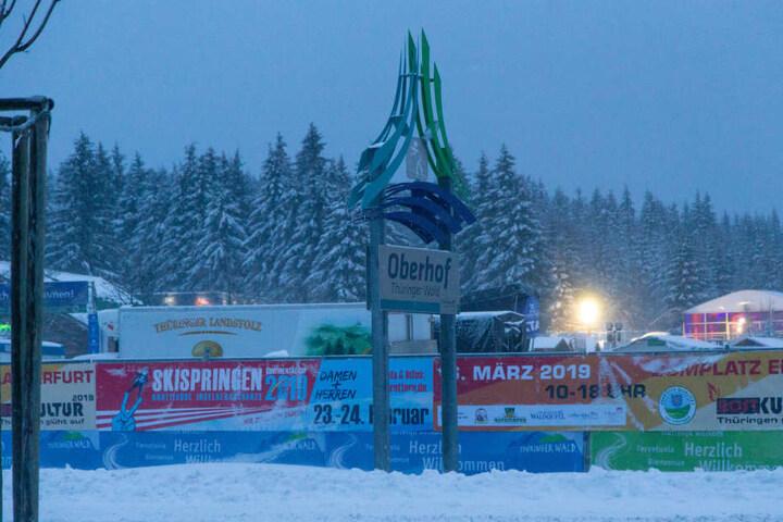 In Oberhof sorgen die Schneemassen für viel Arbeit vor dem Weltcup-Start.