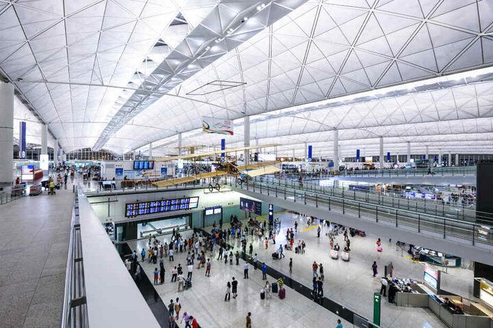 Der Hongkonger Flughafen gilt als einer der verkehrsreichsten Airports der Welt (Symbolbild).