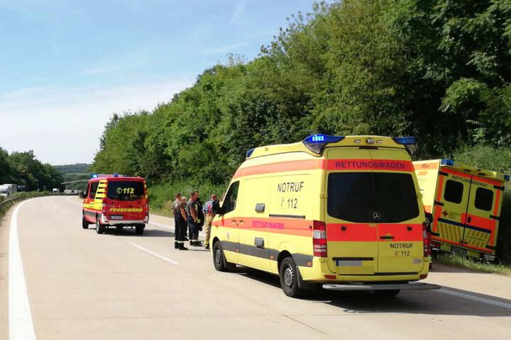 Ein Rettungswagen kam aus bisher unbekannter Ursache von der Fahrbahn ab.