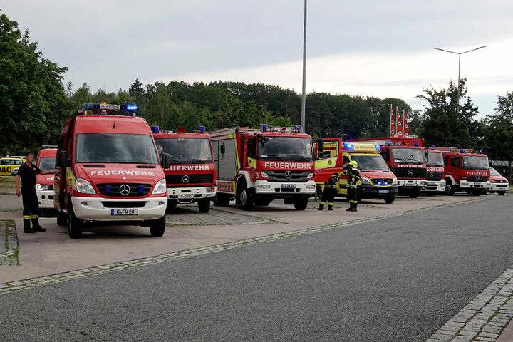 Insgesamt waren sieben Feuerwehren, Polizei und Rettungsdienst im Einsatz.