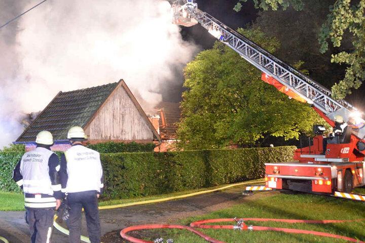 Die Feuerwehr konnte nicht mehr verhindern, dass das Haus komplett ausbrannte.