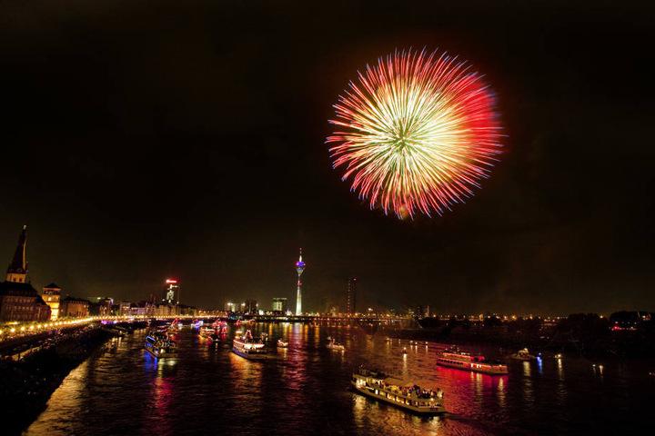 Am Samstagabend endet der Japan-Tag in Düsseldorf wie jedes Jahr mit einem spektakulären Feuerwerk.