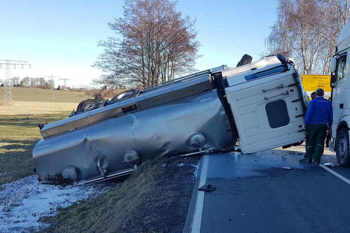 Auch ein zweiter Laster war am Unfall beteiligt.