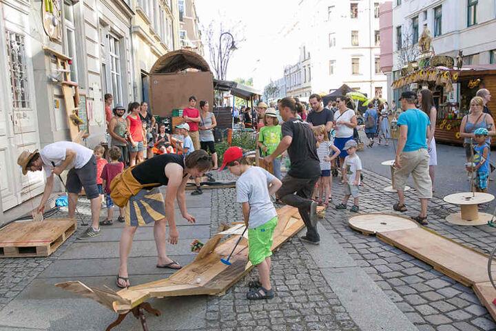 Auf selbstgebauten Minigolfbahnen kann man auf der Hechtstraße spielen.