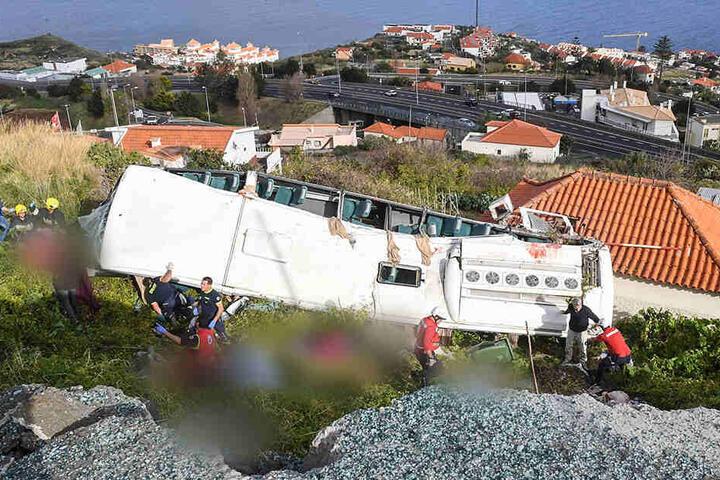 29 Menschen sind bei dem schweren Busunglück auf Madeira ums Leben gekommen.