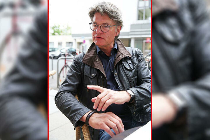 Peter Escher (63) ist über den Zustand der Urinale am Leipziger Flughafen entsetzt.