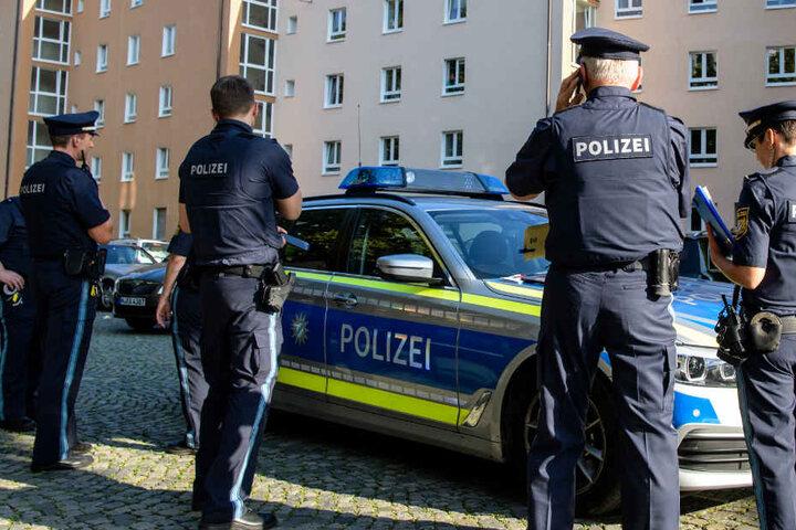 Die Polizei konnte die Frau in der Wohnung festnehmen. (Symbolbild)