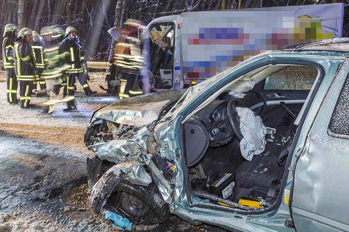 Der Skoda-Fahrer wurde in seinem Auto eingeklemmt und musste von der Feuerwehr befreit werden.