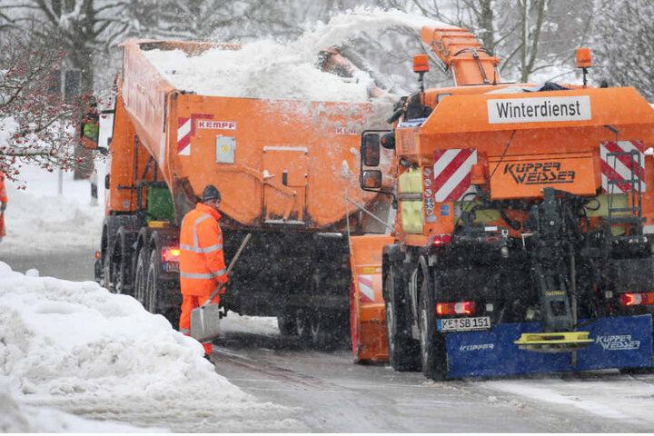 Vielerorts ist es in Bayern Schwerstarbeit, die Straßen für den Verkehr frei zu halten. (Symbolbild)