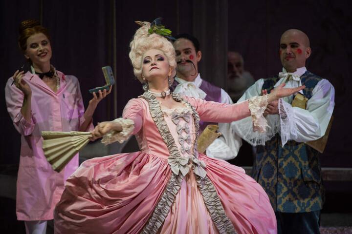 """Ob die Kostüme der Oper """"Ti vedo, ti sento, mi perdo"""" auch Teil der Austellung sind, könnt ihr in den Wilmersdorf-Arcarden herausfinden."""