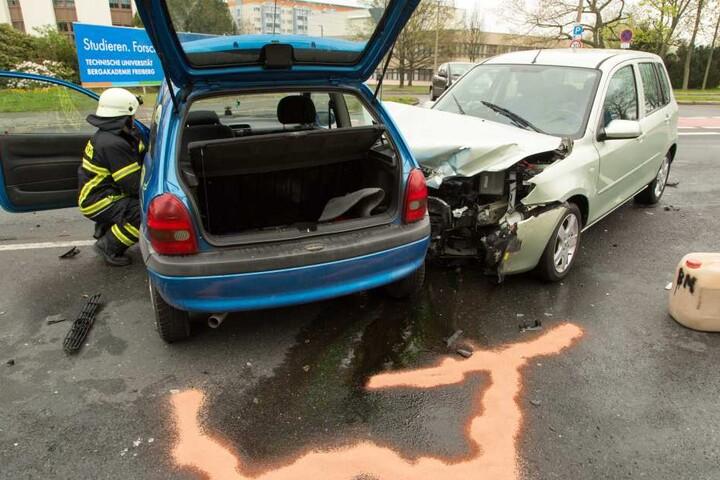 Der Mazda krachte seitlich in den Opel.