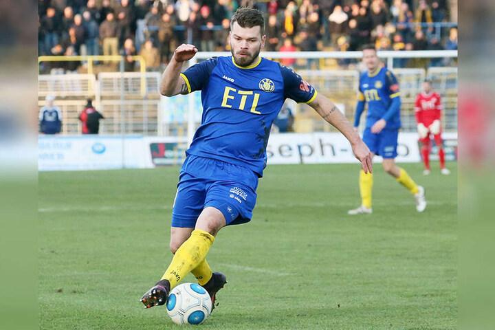 Mittelfeldspieler Paul Schinke von Lok Leipzig ist am Dienstagabend Opfer eines Raubüberfalls geworden.