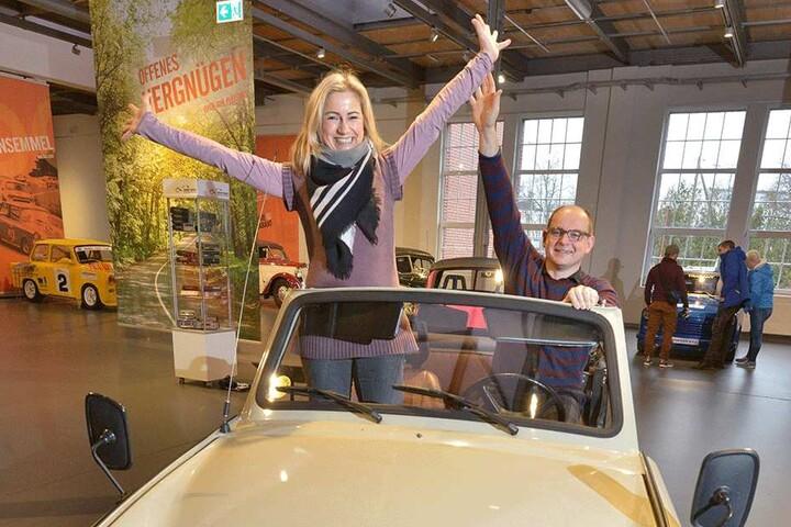 Ein Traum von Cabrio. Ein Trabant Tramp mit Museums-Sprecherin Annett Kannhäuser (48) und Museums-Chef Thomas Stebich (45).
