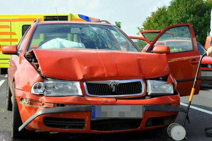 Die Polizei ermittelt zur Unfallursache.