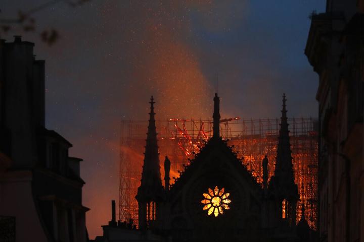 Ob die Kathedrale noch zu retten ist, bleibt unklar ...