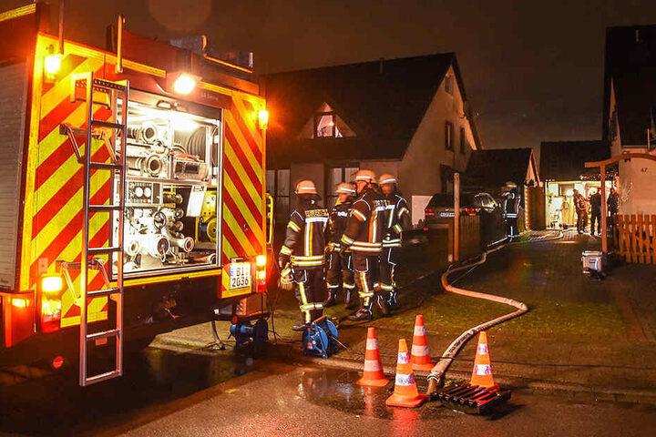 Die Feuerwehr ist mit 25 Einsatzkräften vor Ort.