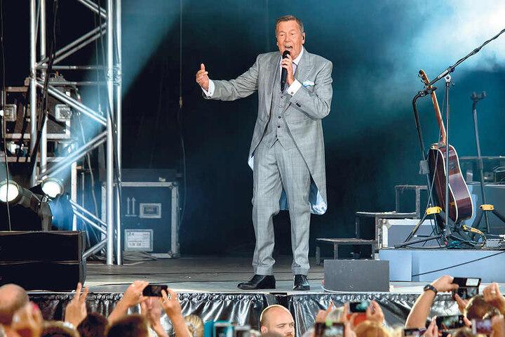 Garantiert den Dresdner Hotels volle Betten: Roland Kaiser (65) kann mühelos  alle Tickets für vier Konzerte an zwei Wochenenden in Dresden verkaufen.