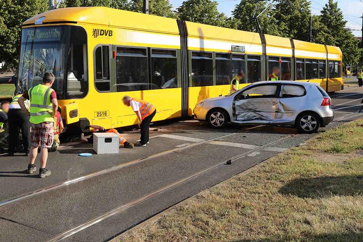 Am Georgplatz krachten Tram und Auto zusammen.