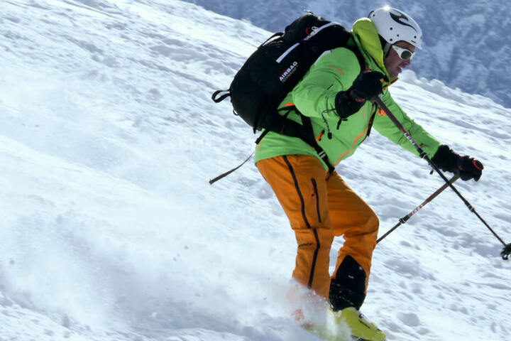Noch ist der Winterbetrieb nicht komplett eingestellt - sehr zur Freude vieler Skifahrer. (Symbolbild)