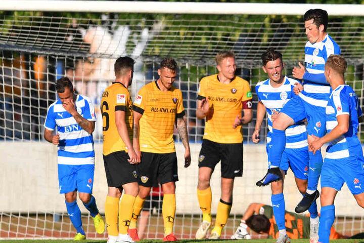 Betretene Testspiel-Mienen bei Dynamo. Soeben hat der Nordhäuser Lucas Stauffer zum 3:2-Endstand getroffen.