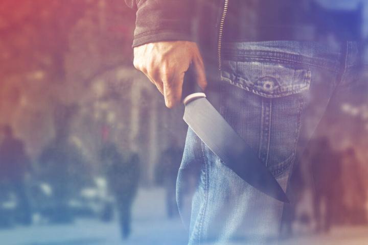 Der Mann verletzte das Mädchen mit einem Messer. (Symbolbild)