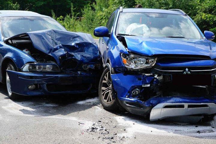 Ein Mitsubishi war mit einem BMW zusammengeprallt.