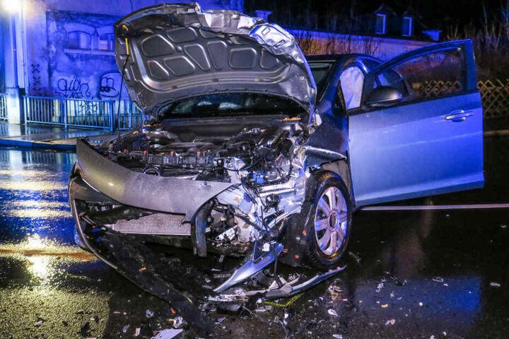 Bei dem Crash wurden mehrere Personen verletzt.