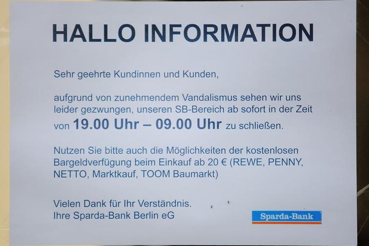 Mit diesem Aushang informiert die Bank ihre Kunden.