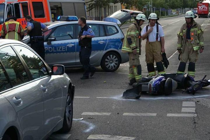 Der Rollerfahrer wurde ins Krankenhaus gebracht.