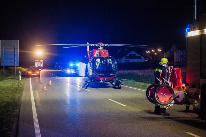 Per Rettungshubschrauber musste die eingeklemmte Person nach ihrer Befreiung ins Krankenhaus geflogen werden.