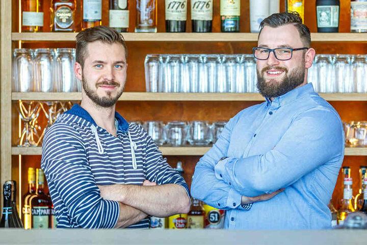 Sie übernehmen den Laden samt Kochschule: Chris Schmieade (31, links) und Christian Stellmacher (29).