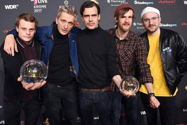 """Die Band Kraftklub räumt bei der Verleihung der """"1live Krone 2017"""" die Preise in den Kategorien """"Bester Live-Act"""" und """"Beste Band"""" ab."""