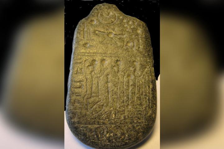 Dieses Steinamulett aus dem nordsyrischen Sendschirli trägt eine aramäische Inschrift.