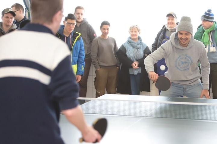 DSC-Spieler Manuel Prietl hatte sichtlich viel Spaß beim Tischtennis-Turnier mit den Kracks-Beschäftigten