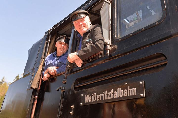 Mike Kreß (48, l.) und Kollege Raimo Pohlmann (56)  durften erstmals wieder die komplette Strecke abfahren.