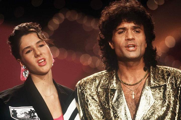 """Costa Cordalis und seine Tochter Kiki am 29.11.1986 bei der Verleihung der """"Goldenen Stimmgabel"""" in Kaiserslautern."""