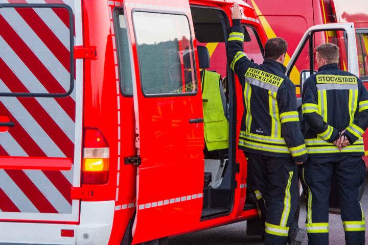 Wegen des Verdachts auf Sprengstoff war auch die Feuerwehr im Einsatz.
