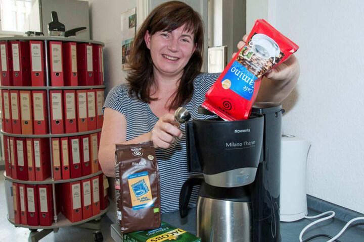 Noch nicht perfekt: Linken-Fraktionsgeschäftsführerin Anja Schale (40) ersetzt alte Kaffeebestände durch Fairtrade-Bohnen.