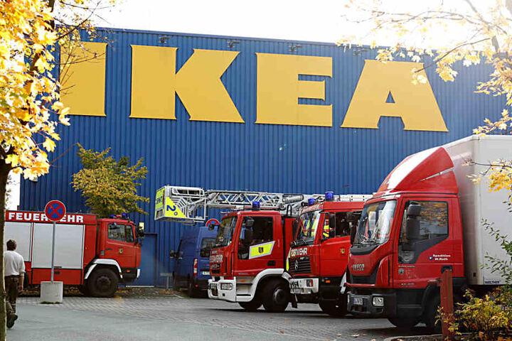 Die Feuerwehr war mit einem Großaufgebot bei Ikea im Einsatz.
