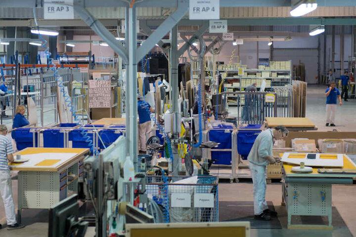 In dieser bereits bestehenden Werkhalle in Kodersdorf arbeiten Kollegen einer  Tochter der Elbeflugzeugwerke.